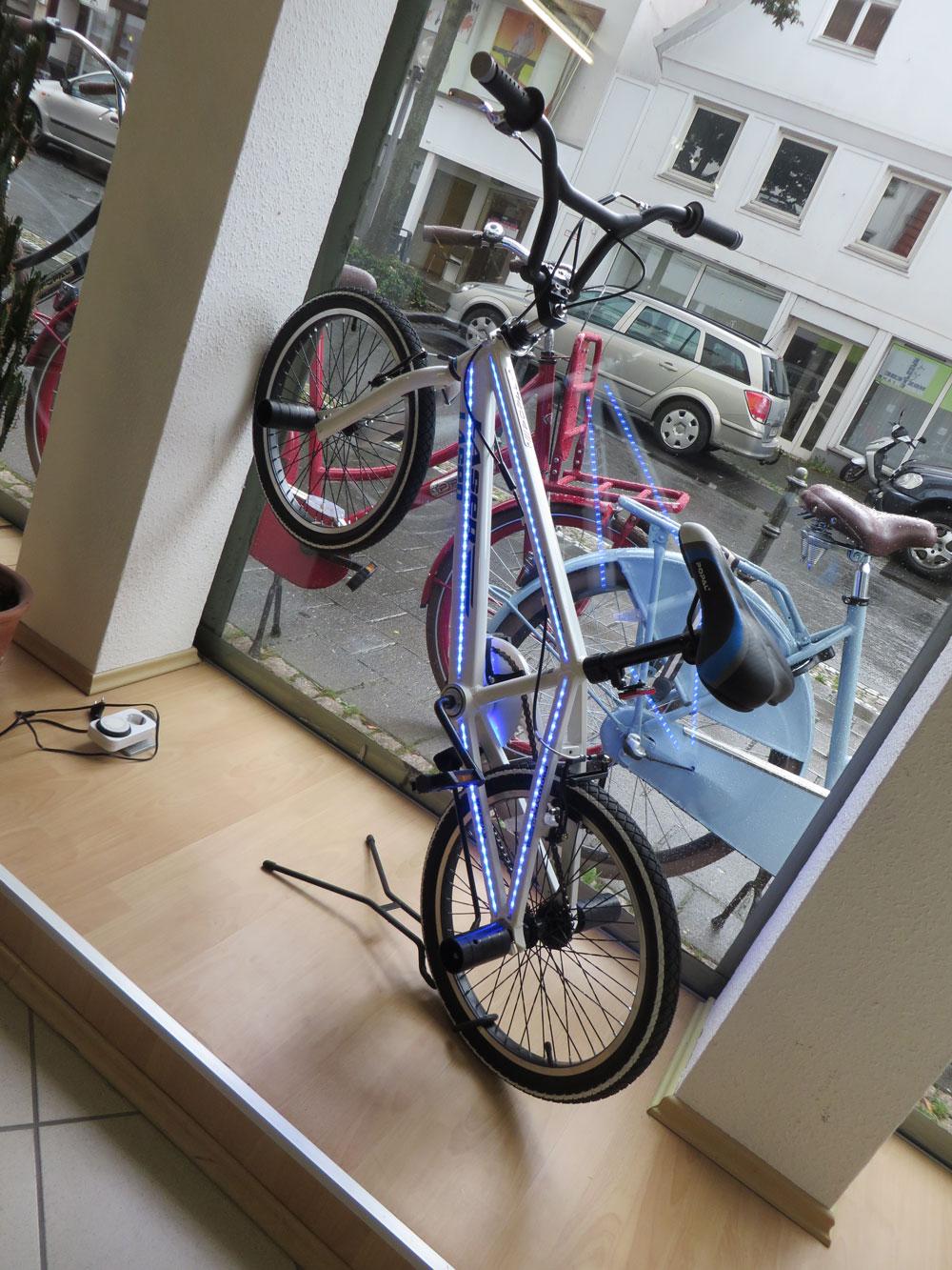 BMX-Bike mit LED-Rahmen 1